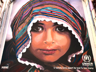 """UNHCR - """"kendős kislány"""""""
