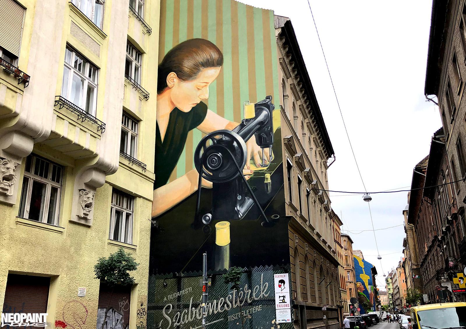 neopaint works - falfestmény utcán - varrónő