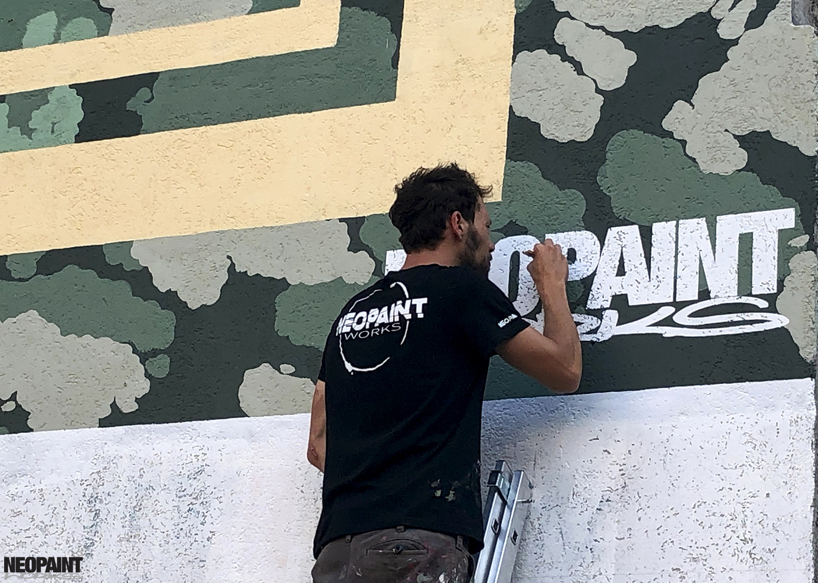 neopaint works - tűzfalfestés - mural painting - converse - cityforest